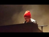 Tyler Joseph making me cry with his beautiful singing voice (Stressed Out)