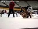 Vinny Magalhães aplicando um armlock voador em Chris Weidman