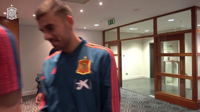 Los internacionales españoles, en su hotel de concentración en Cardiff