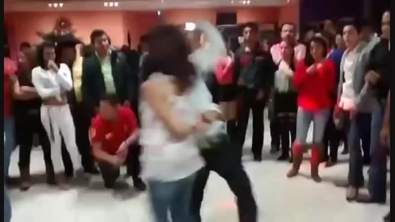 Que Manera de BAILAR__ (Cumbia texana y Cumbia Nor.mp4