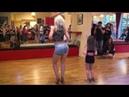 Sara Lopez baila Kizomba Lady Style con una niña