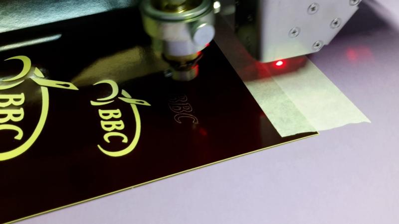 станок ВВС резка мелких, очень мелких элементов флюгерным устройством (лезвием) www.cutmat.ruindex_kar20ustroistvo.html