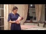 Как правильно держать и носить новорожденного