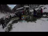 Падение сосны на лыжницу на горнолыжном курорте