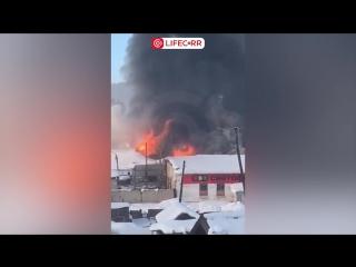 В Усть-Куте горели гаражные боксы на площади 1500 кв. метров!