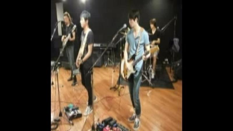 110822 Fuji TV Mezamashi Live 2011 Odaiba ~ CNBLUE - Intuition [audio]