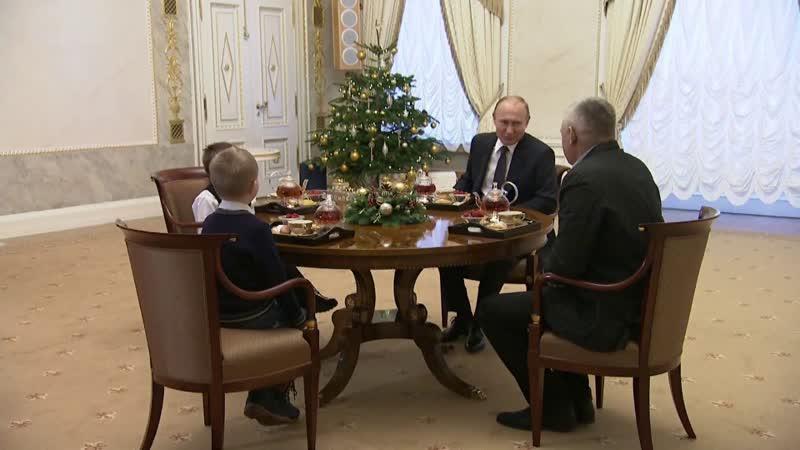 Владимир Путин подарил тяжелобольному мальчику возможность пролететь над Санкт-Петербургом.