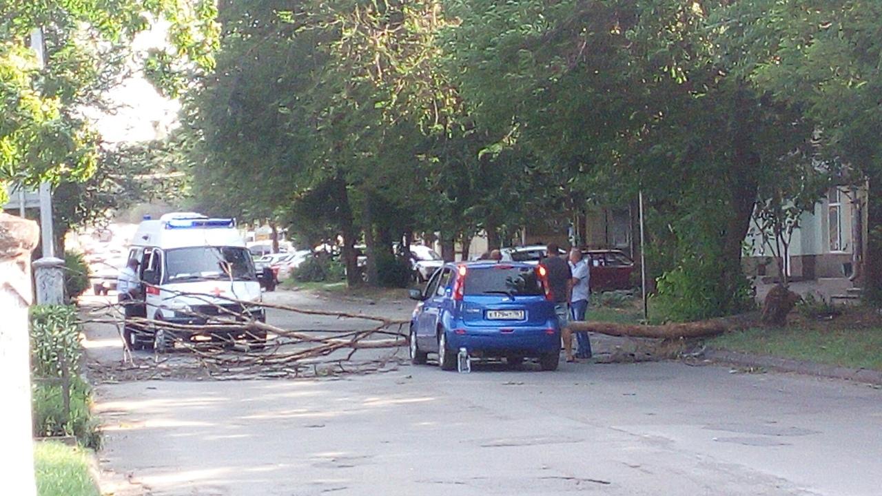 В Таганроге стихия нанесла урон в разных районах города