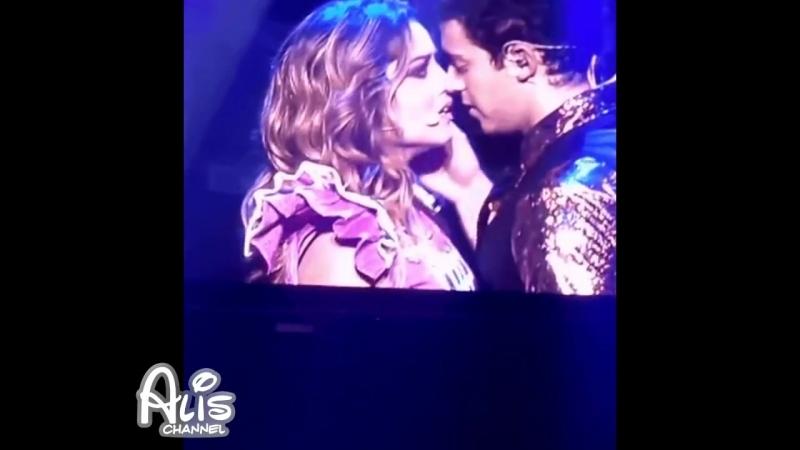 Karol Sevilla se asusta cuando Ruggero la esta por besar y. Nuevo Beso Lutteo_Ru