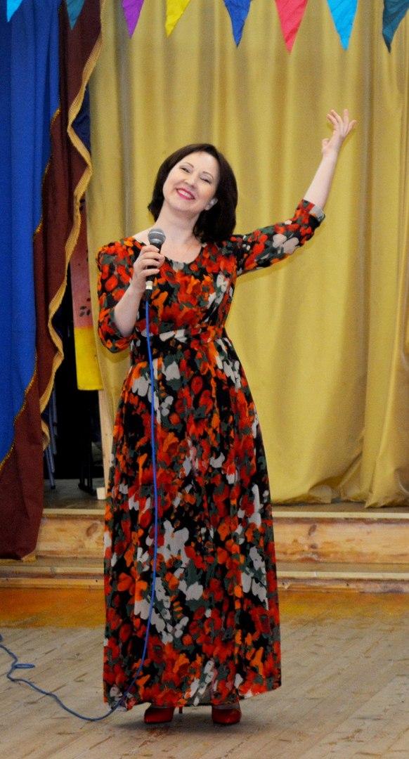 клуб Сфера - выступает оперная певица Анна Кисилёва