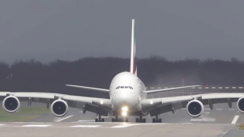 UNBELIEVABLE CROSSWIND LANDINGS during a STORM with 20 ABORTED-LANDINGS-GO-AROUND
