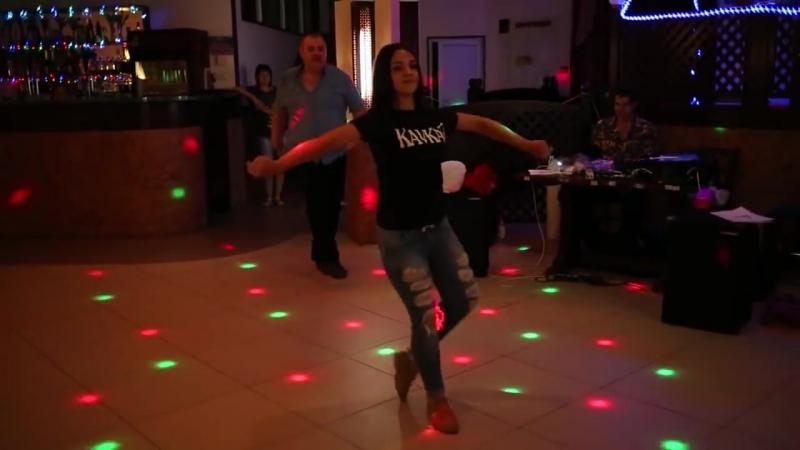 Лезгинка. Красивая Девушка от Души танцует Лезгинку 2015.mp4