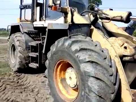 Трактор-погрузчик Амкодор ТО-18Б.3 Ремонт дороги. Большая техника большого города.