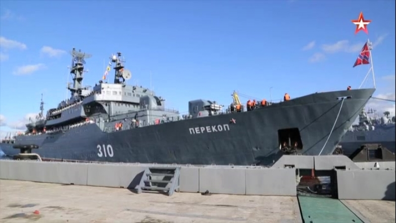 Учебный корабль «Перекоп» перешел Северным морским путем из Владивостока в Североморск