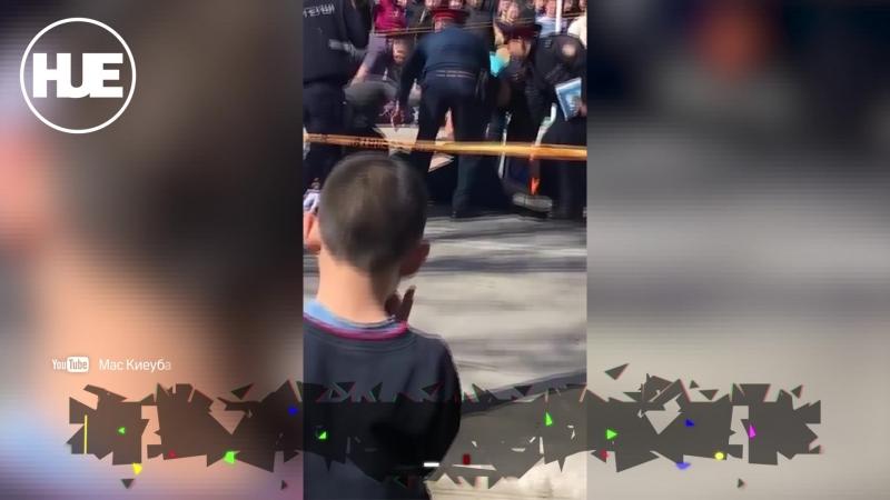 В Казахстане мужчина открыл стрельбу по людям в центре города