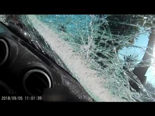 Столб упал на авто