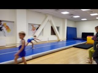 Кирилл Беляев акробатика