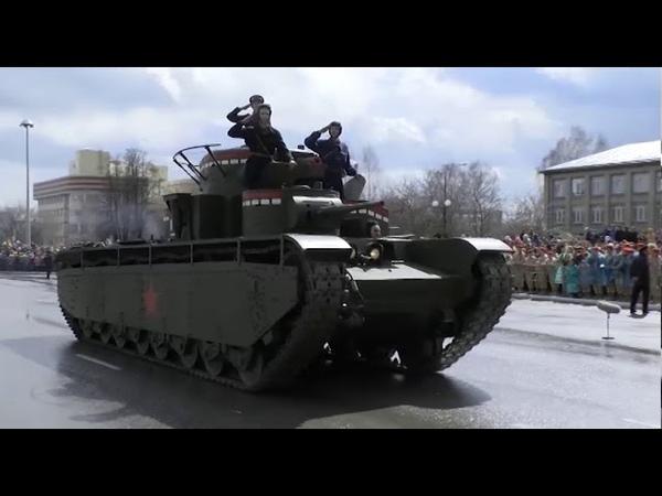 Шествие военнослужащих и ретро техники в Верхней Пышме
