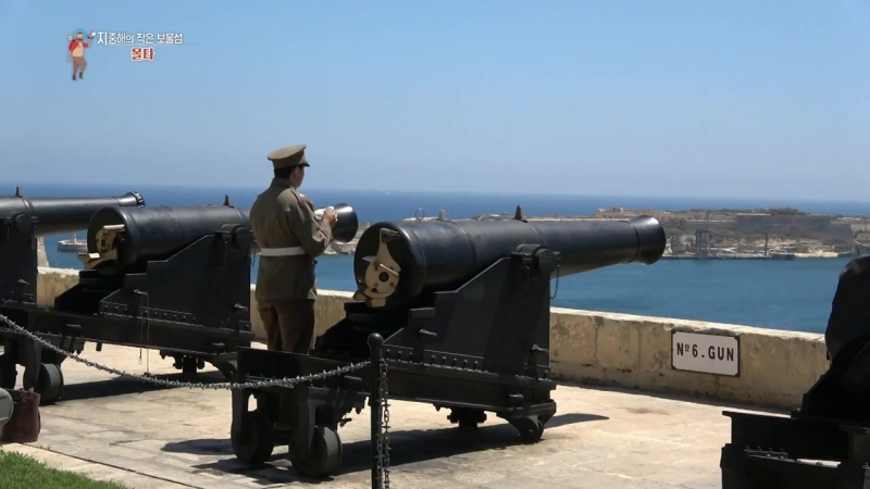 【K】Malta Travel-VallettaUnesco_Saluting Battery_Upper Barrakka Gardens_Cannon