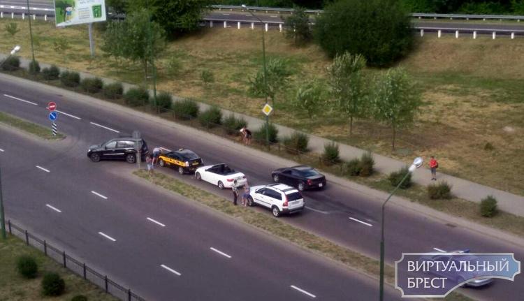 Второй раз за день в Бресте столкнулись четыре автомобиля - на этот раз на Гродненской