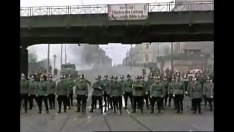 Восторг! Ни одна сила не сравнится с организованным народом. Вот это братство народа.