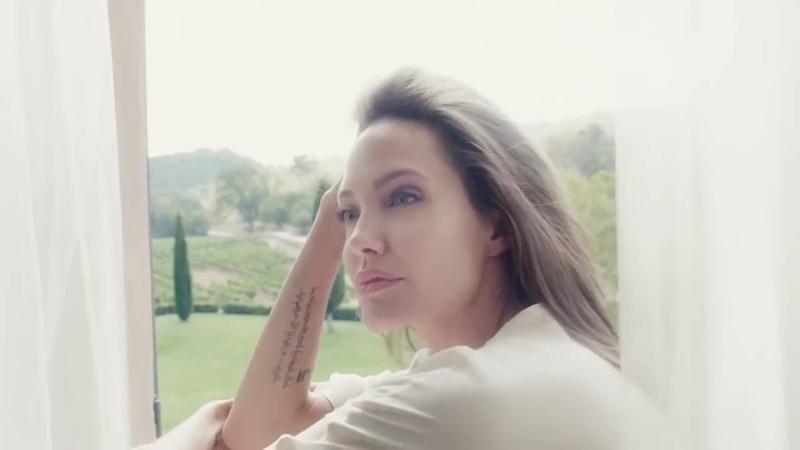 Анджелина Джоли в рекламе духов Герлен