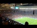 Jogadores da Inglaterra surtam e tentam fazer um gol por enquanto a Croácia está celebrando seu gol