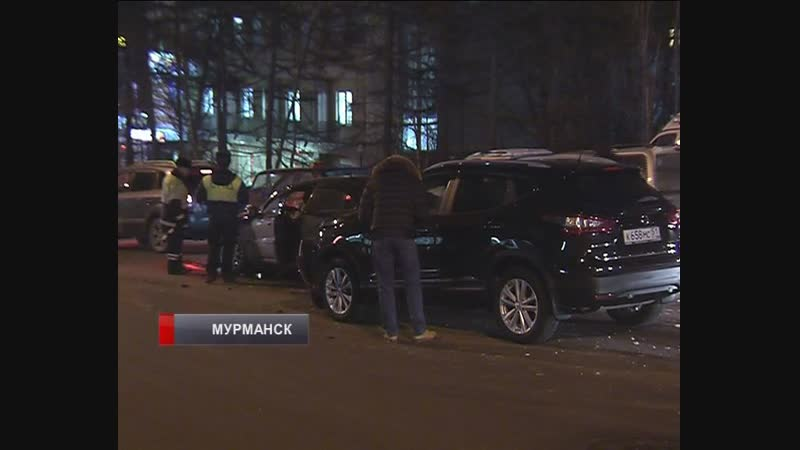 В центре Мурманска столкнулись две иномарки