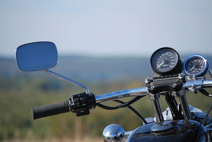 Житель Зеленчукской угнал мотоцикл у пенсионера
