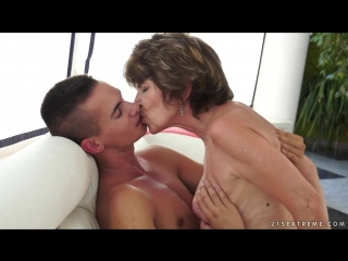 Бабушка соблазнила и трахает молодого соседского мальчика, granny mature mom seduce young pool (Инцест со зрелыми мамочками 18+)