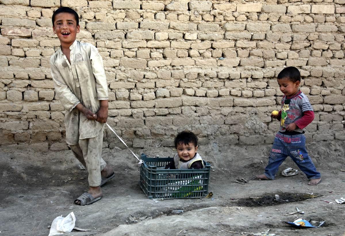 Мальчонка в коробчонке: Развлечения афганских детишек
