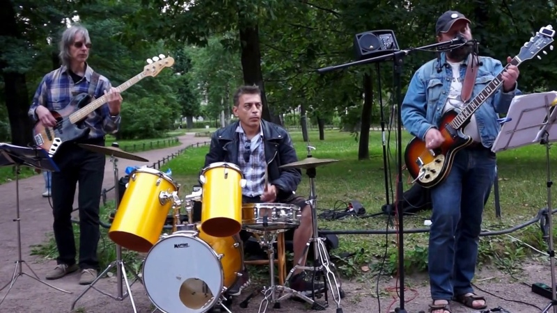 ROST ROM Band — Loockin' Out My Back Door