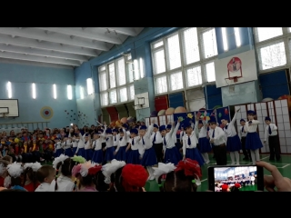 танец стюардесс.школа 5 ,1б,23 марта 2018