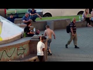 В центре Киева местные алкаши выясняли отношения