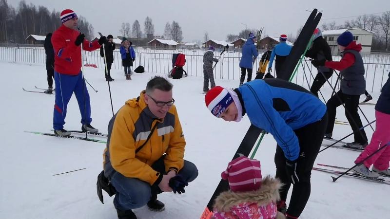 Лыжи , соревнования в Парголово (эстафета папа мама я - спортивная семья)