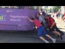 Трамваю у Музкомедии помогла выехать толпа добровольцев