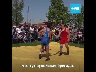В случае опасности вызывайте эту бабушку из села Ленинаван Ростовской области 🚨