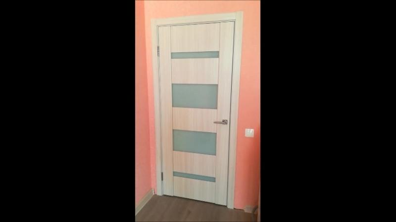 Межкомнатная дверь Софи 12 цвет Сандал белый стекло триплекс белый.