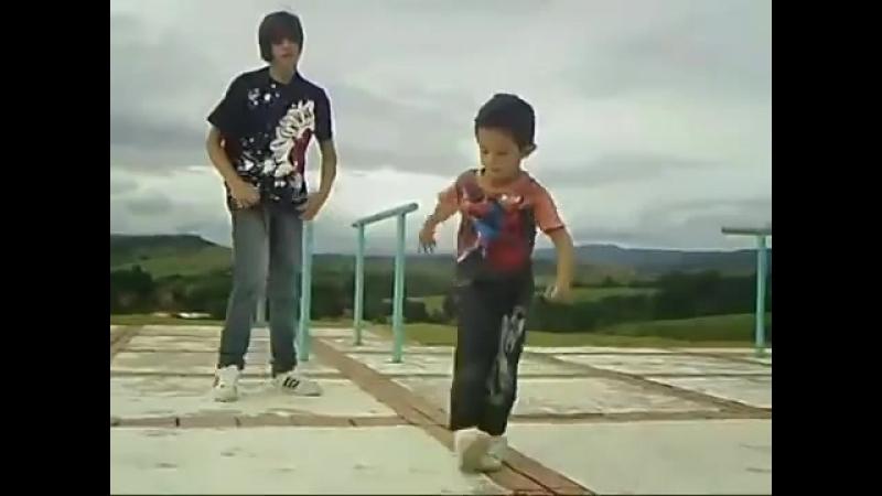 Dva brata tancuyut