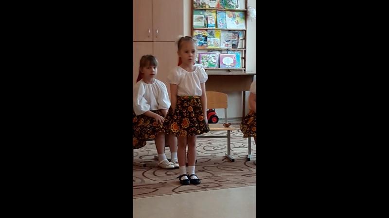 Мамочка. Верочка поёт.