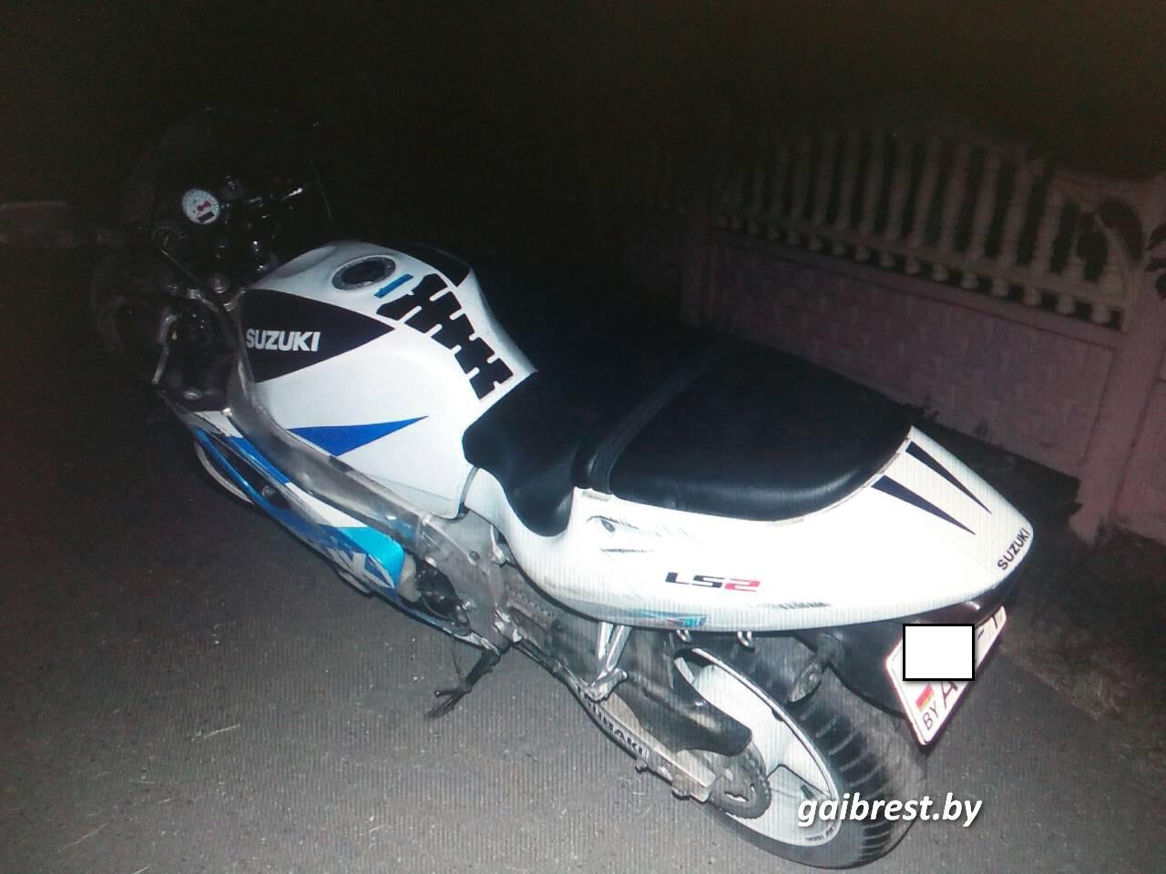 Водитель мотоцикла не справился с управлением, а пострадала пассажир