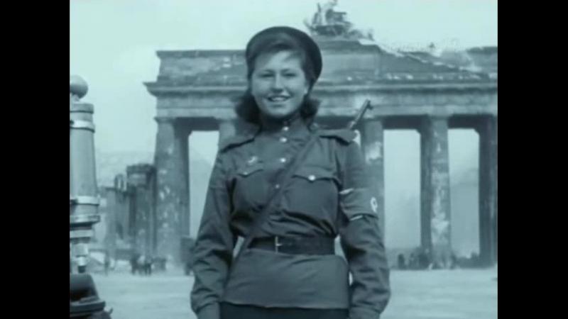 Регулировщица Победы - Лидия Овчаренко, Бранденбургские ворота, 1945, Берлин.