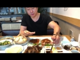 Как правильно есть утку по-пекински :)