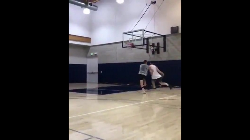 @gordonhayward is back dunking - - via @smeathers5