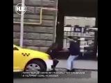 В центре Москвы неадекват бросился на полицейского с ножом