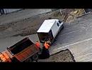 Воруют асфальт на строительстве дороги по Бурова Петрова