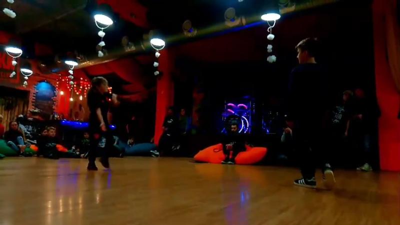 Финал Hip-Hop 1x1 SENYA (win) vs BESEDA FANTAZYBREAKMOTIONvol9 2018 Ростов-на-Дону