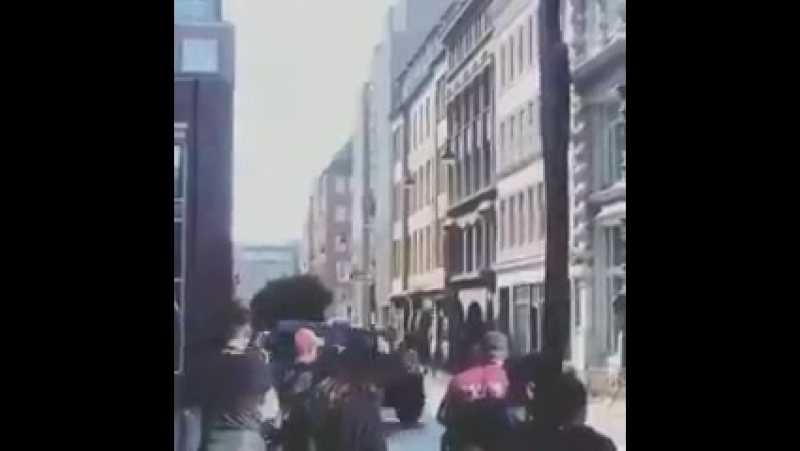 Новое видео Кристен на съемках Charlie's Angels в Гамбурге.