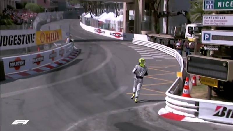 Monaco 2009 Button runs to the podium!