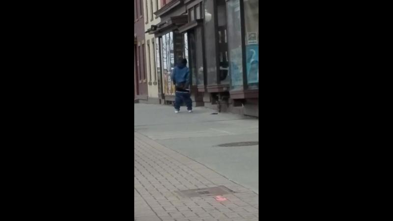 Brazy ass dude in Albany yesterday... - Bishop Da Jewler
